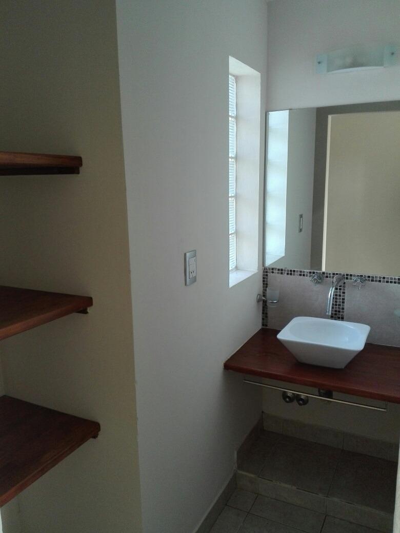modera y cómoda casa en miramar !