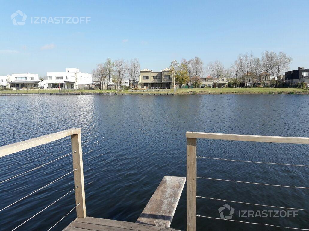 moderna, amplia y canchera  casa a la laguna barbarita