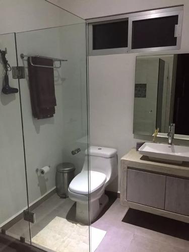 moderna casa con alberca privada en residencial arbolada
