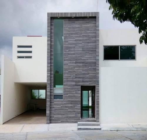 moderna casa con doble alberca a un paso de la autopista