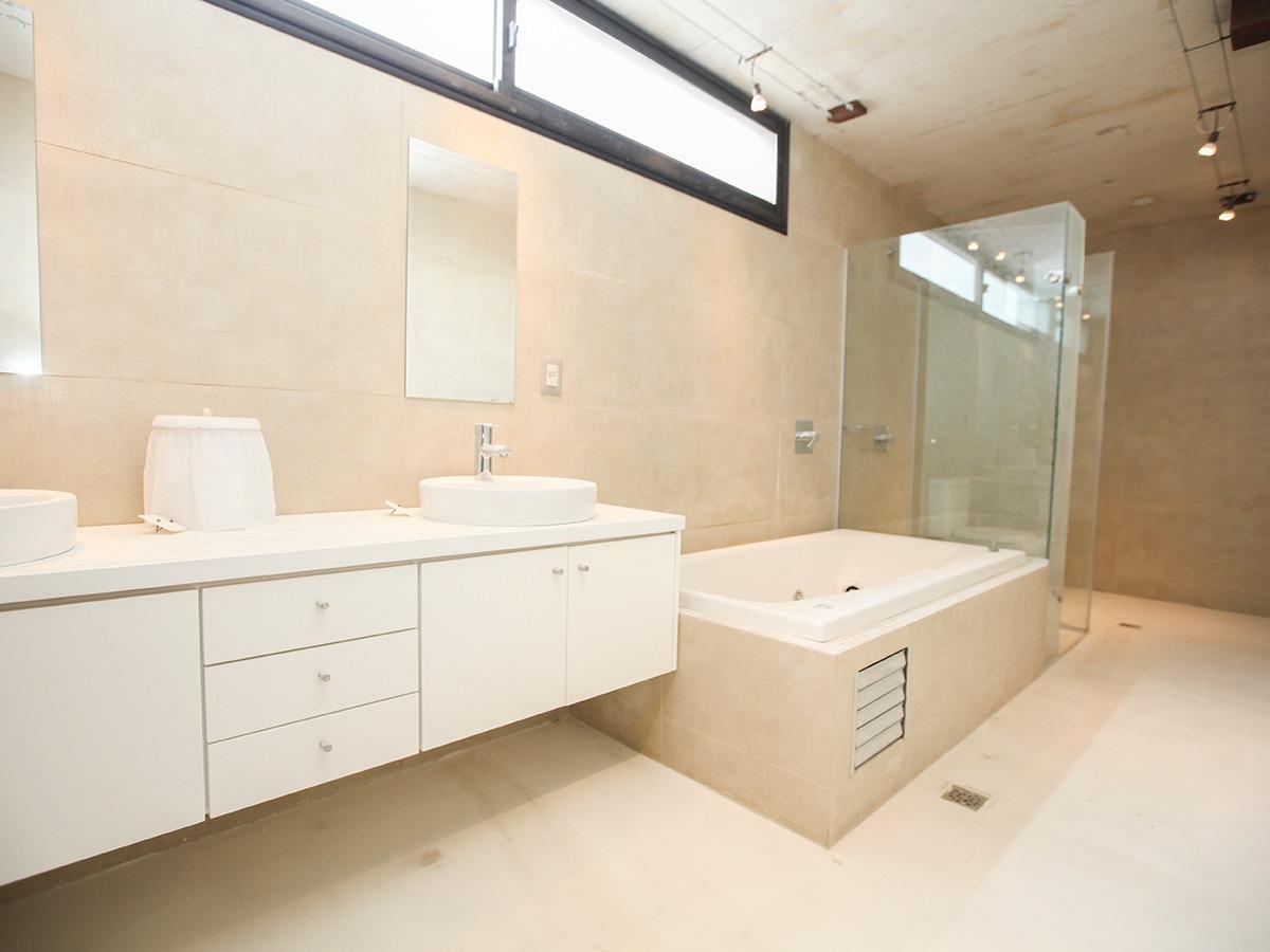 moderna casa con renta en altos de la tahona. ref: 4510