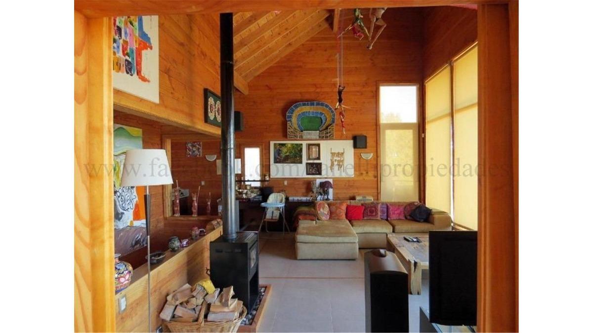 moderna casa con vista al lago en barrio privado muelle de p