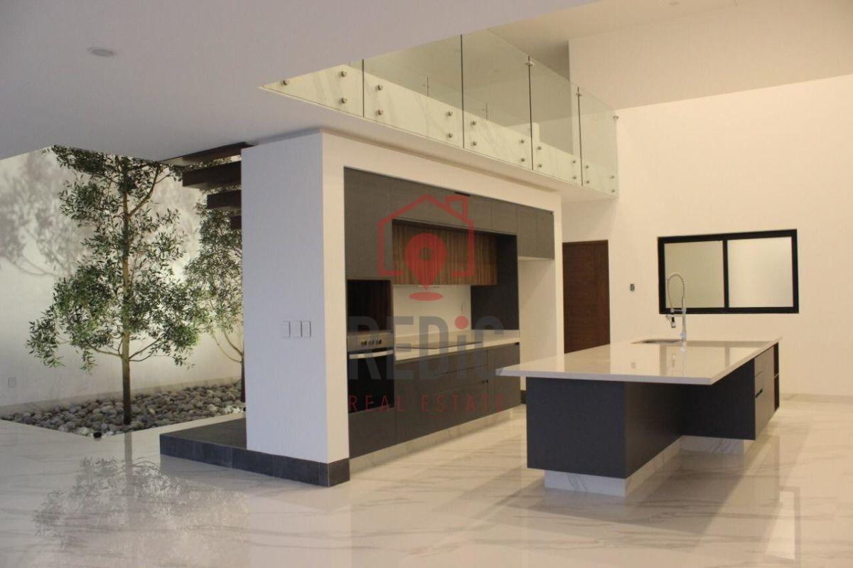 moderna casa en venta 4 habitaciones en cumbres del lago, juriquilla