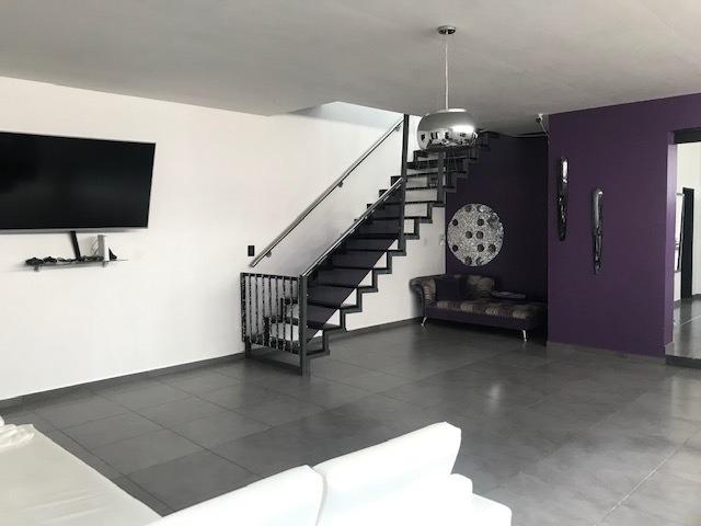 moderna casa minimalista muy amplia con piscina climatizada