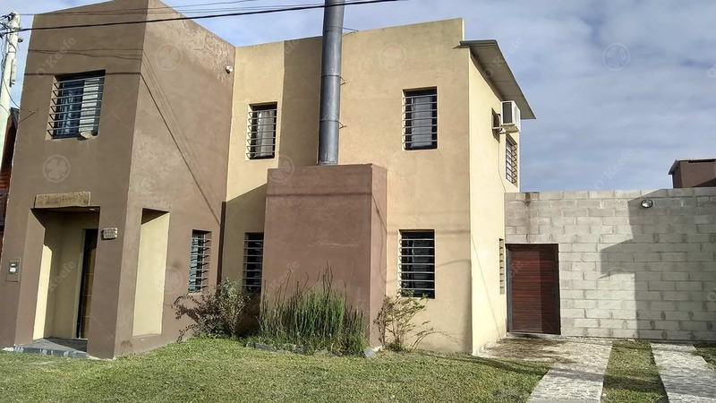 moderna casa quinta inmejorable ubicación sobre asfalto a metros de ruta 2