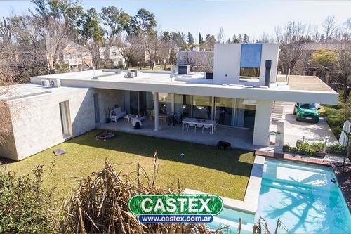 moderna e impecable casa en venta en la pradera