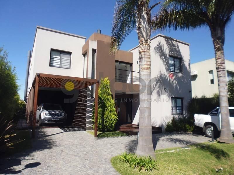 moderna propiedad en 2 plantas a la venta con piscina