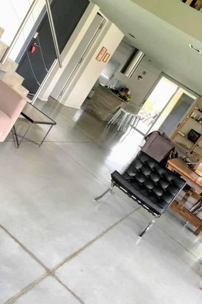 moderna propiedad en venta  barrio santa ana