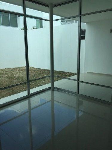 moderna residencia en privada en venta
