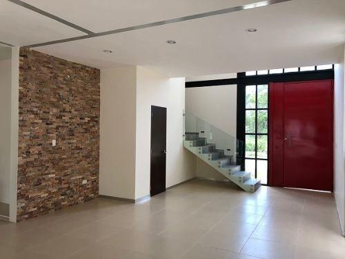 moderna residencia en privada parque central