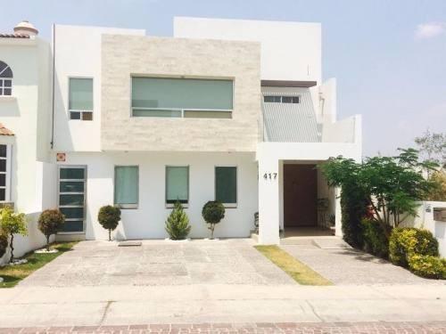 moderna y amplia casa estilo moderno en cumbres del lago