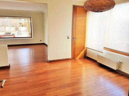 moderna y luminosa casa mediterránea en condominio, colegio san nicolas.