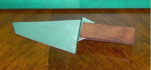moderna y práctica paleta de tortas acero y mango madera ex