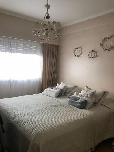 moderno 4 ambientes con espacio guardacoche y balcon corrido al frente, excelente estado!