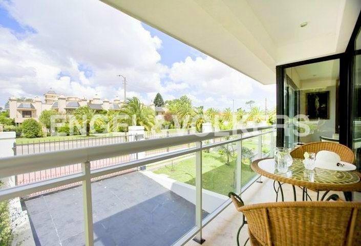 moderno apartamento con jardín amueblado en carrasco