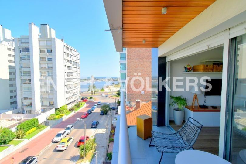 moderno apartamento en puerto del buceo