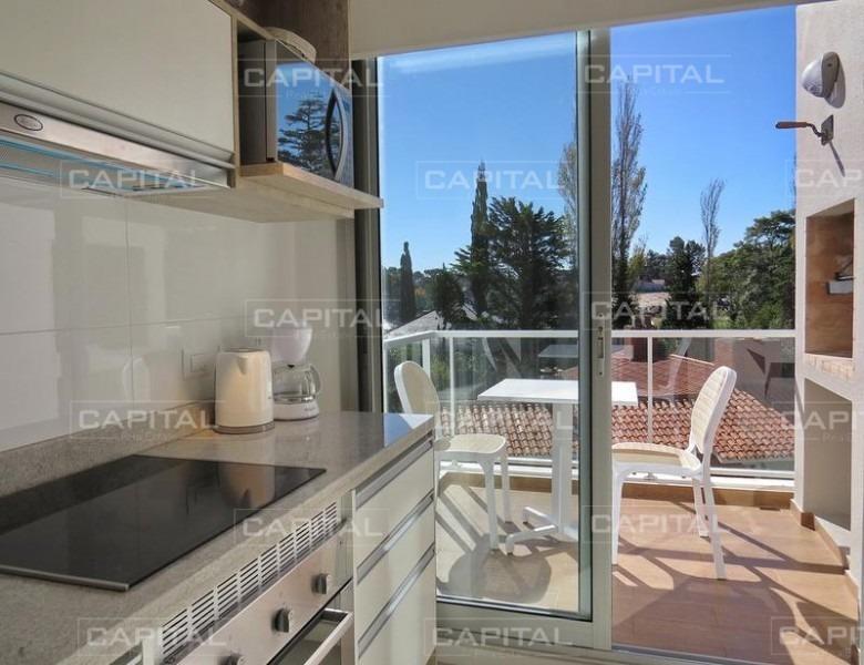 moderno apartamento playa mansa - 1 dorm. parrillero propio - punta del este-ref:25225