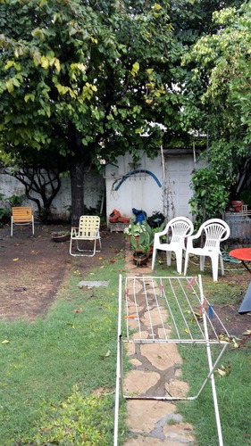 moderno chalet 4 amb. con patio, cochera y fondo libre! r21