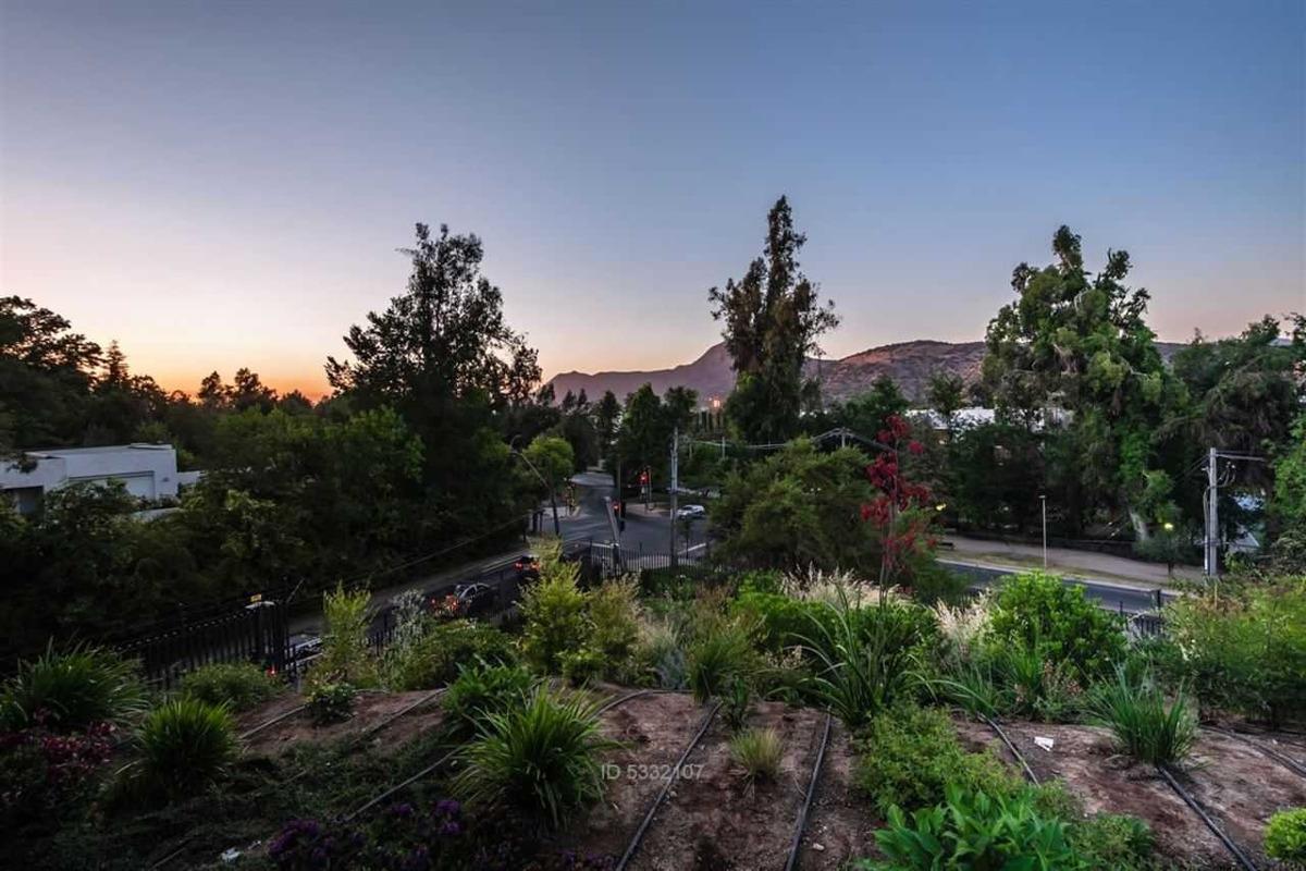 moderno departamento con jardín