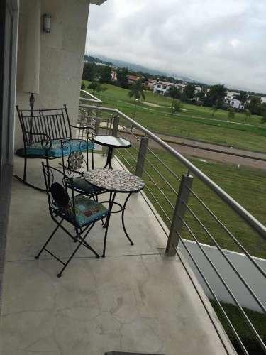 moderno departamento en campo de golf