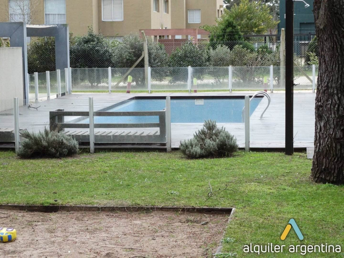 moderno duplex en complejo con piscina. jardín. cochera