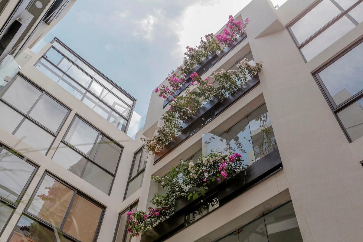 moderno edificio de 4 niveles con amenidades