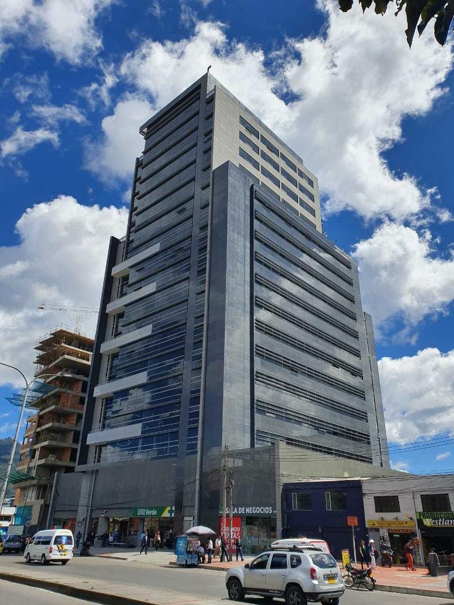 moderno edificio inteligente en la castellana