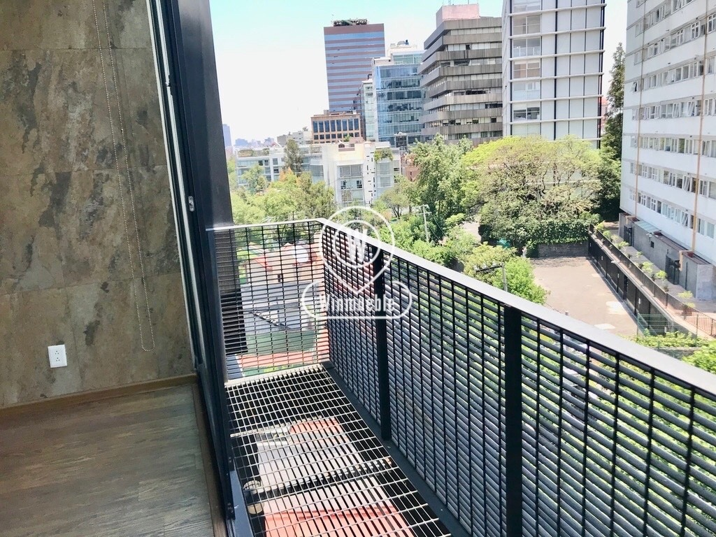 moderno, exterior, con balcón