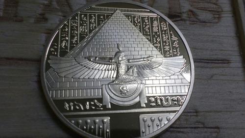 moeda do egito fantasia banhada a ouro lindíssima!