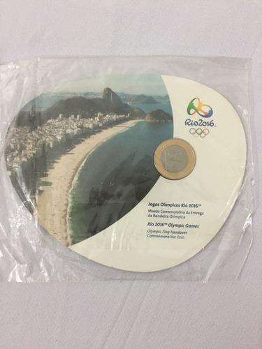 moeda entrega da bandeira das olimpiadas 2016 no folder