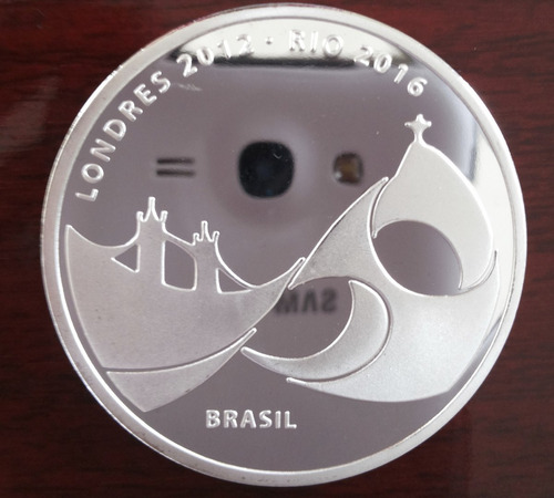 moeda medalha entrega bandeira olimpíadas rio banhada prata