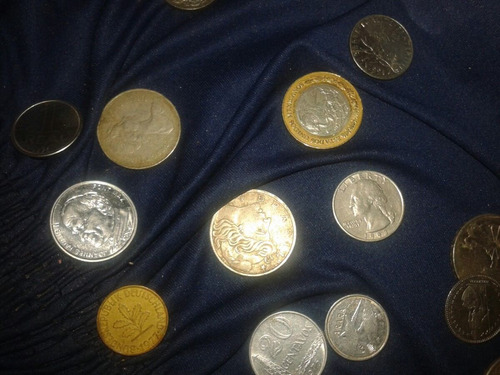 moedas e cedulas de cruzeiros e agumas de outros pais