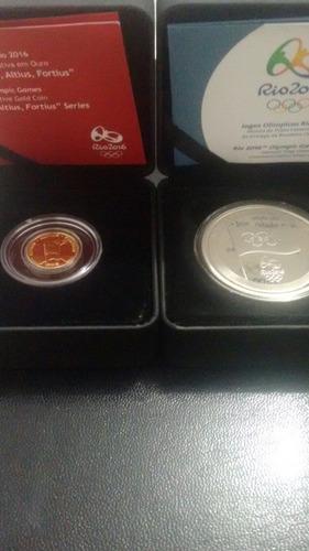 moedas ouro tocha olímpica e moeda prata entrega da bandeira