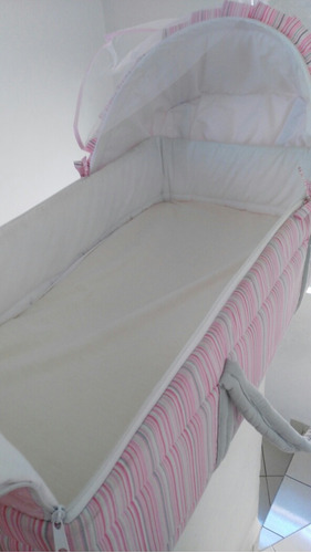 moises o bambineto color rosa con velo y colchoneta