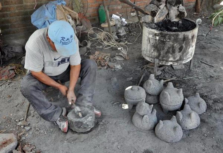Molcajete piedra volcanica artesanal 17 centimetros for Jardines con piedra volcanica