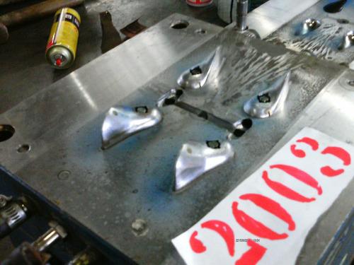 molde de injeção plastica de produtos hidráulicos 2003