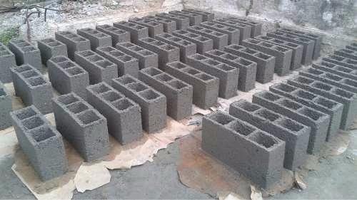 Molde para bloques maquina para hacer bloques for Cuanto sale hacer una piscina de cemento