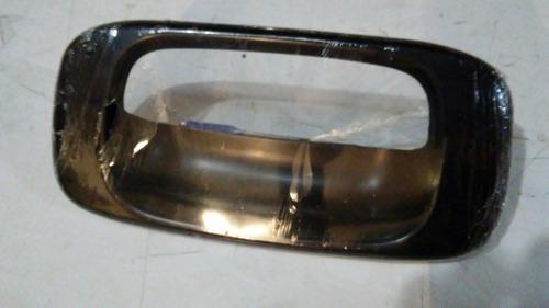 moldura aro compuerta silverado 2003 2004 2005 2006 fibra