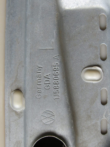 moldura de costado trasera izquierda jetta a-4 1999-2007