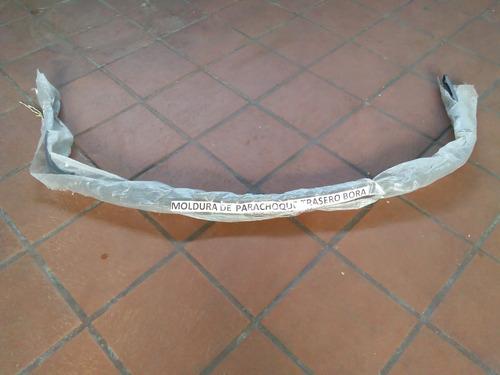 moldura o platina de parachoque trasero de volkswagen bora