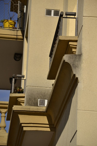 molduras, cornisas, zócalos, balaustres de cemento