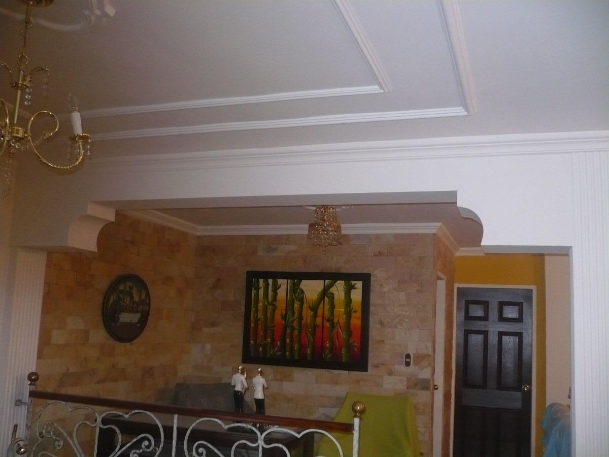 Molduras de yeso rosetas columnas cenefas arcos en for Decoracion de techos de salas
