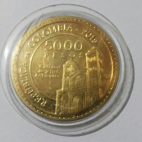 moneda colombiana 5000 pesos  2015  madre laura baño en oro