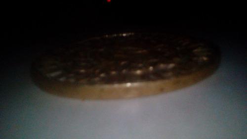 moneda del año 1709 de 12 cm de diametro de oro