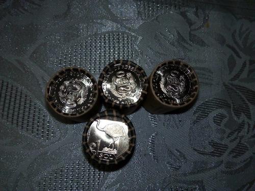 moneda y conos del mono choro, suri y de la pava aliblanca