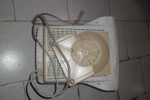monitor caja grande funcionable+ detalles imagen buen estado