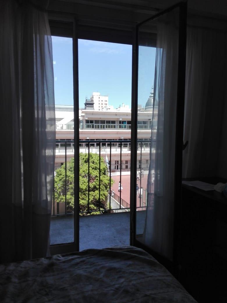 monoambiente 25 m2 totales  al frente con balcón.