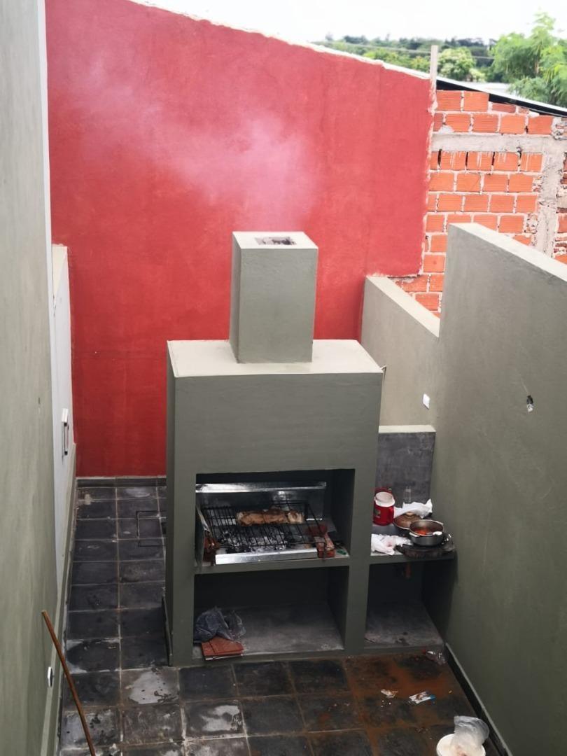 monoambiente 34 m2, con patio y parrilla.-