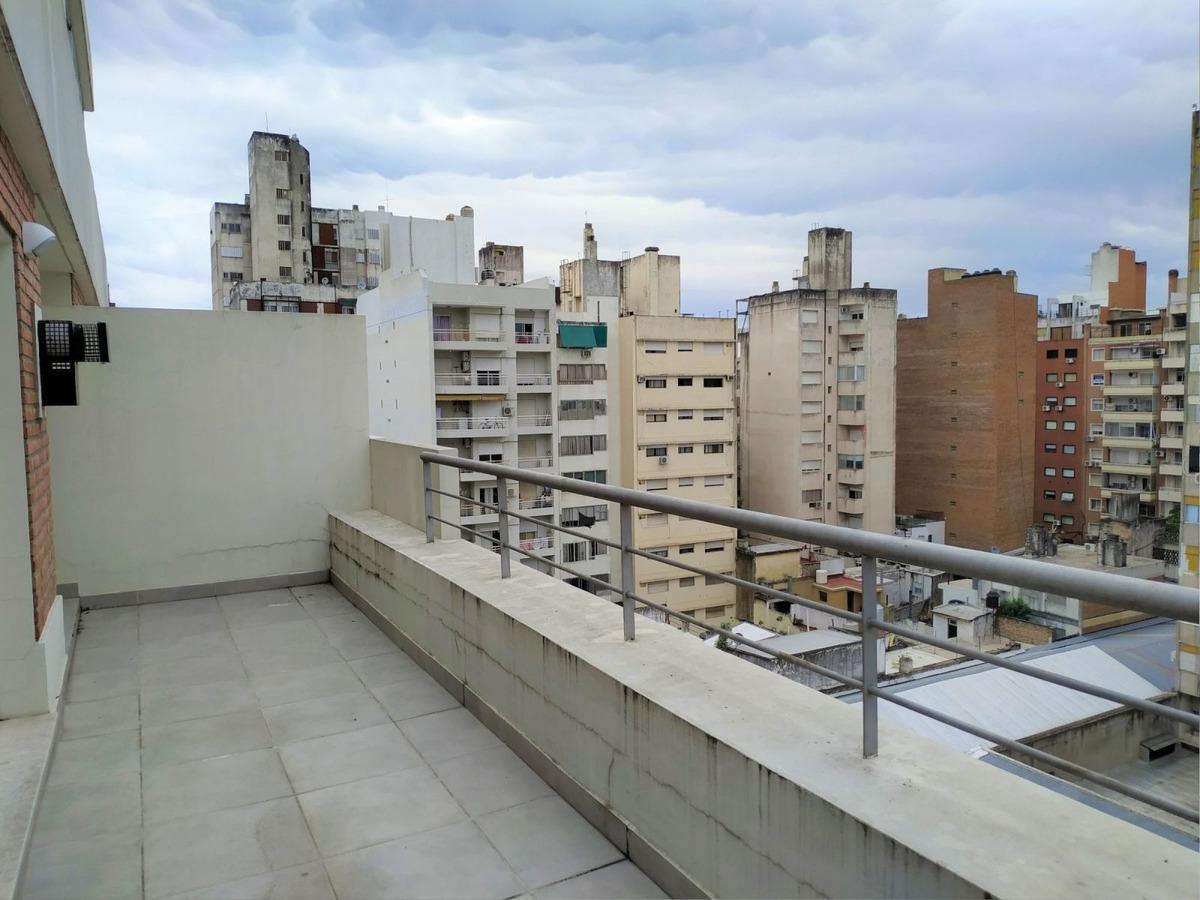 monoambiente amplio con balcón terraza