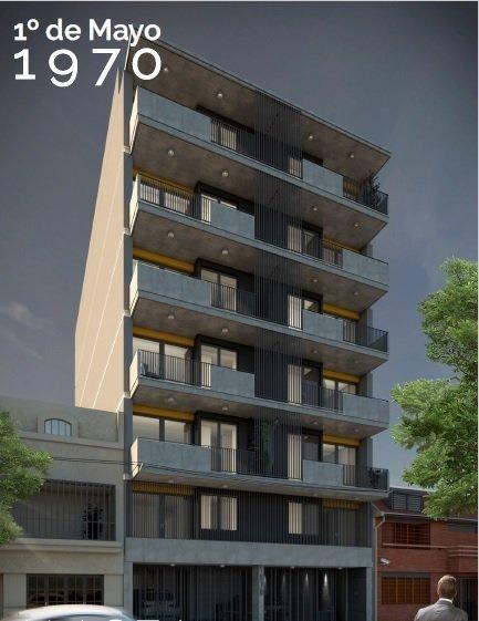 monoambiente amplio con balcon y terraza privada con parrillero